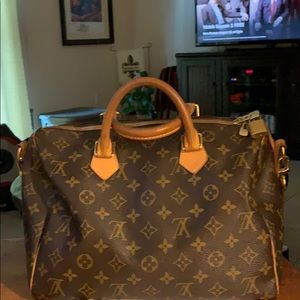 Louis Vuitton purse....Excellent condition.